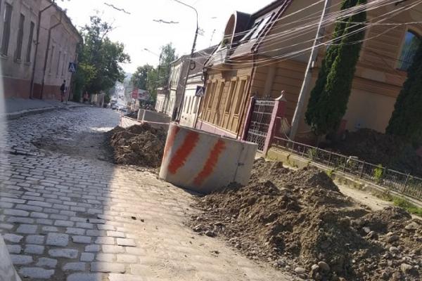 Ранкові Чернівці: як виглядає вулиця Руська під час ремонту (фото)