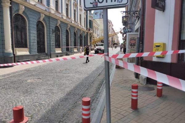 Цеглу у мішку виявили патрульні на Центральній площі