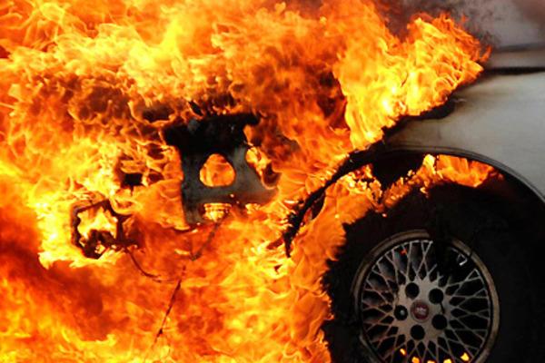 Поблизу Хотина на Буковині горить вантажівка з вугіллям