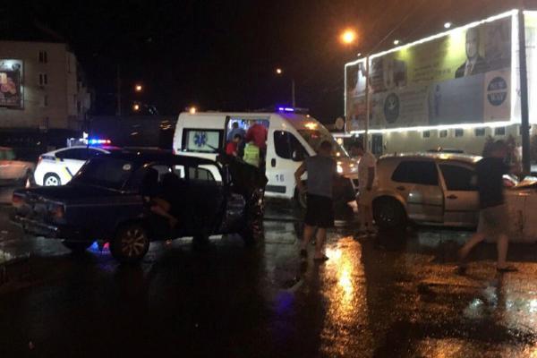 У Чернівцях на Проспекті сталася ДТП з потерпілими (фото)