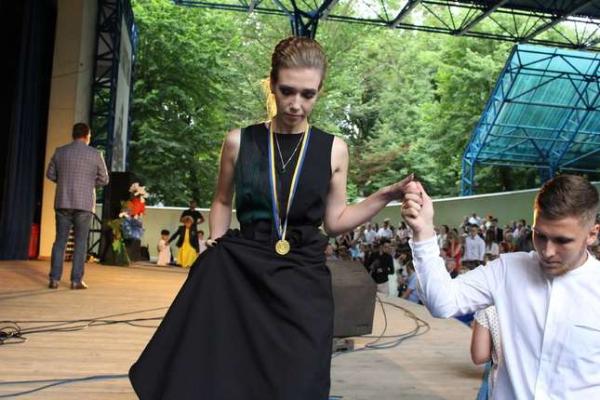 У Чернівцях 99 випускників отримали золоті медалі (Відео)