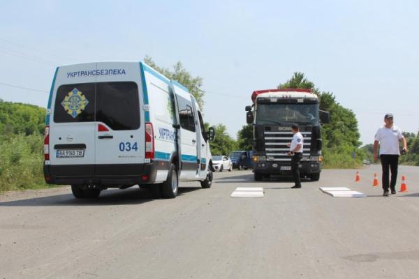 На Буковині обласна робоча група виявила 162 нелегальних перевізника