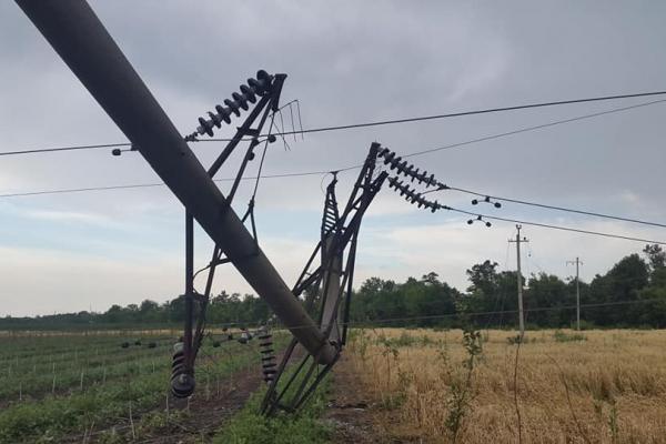 Негода залишила райцентр Буковини без світла: техніку для ліквідації везуть з іншої області