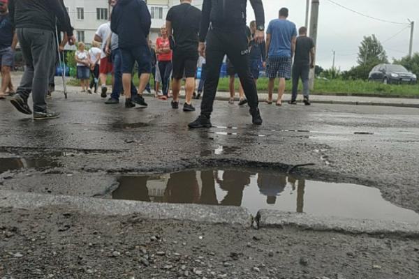 Завтра активісти знову перекриватимуть Хотинську