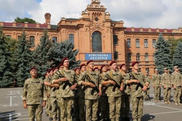 Буковинців запрошують стати офіцером за рік