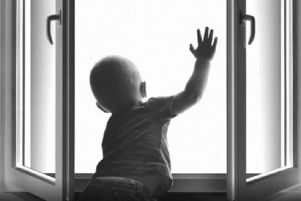 В Одесі з вікна випав трирічний хлопчик з Буковини. Дитина у важкому стані