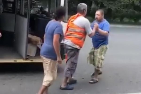 У Чернівцях пасажир побився з водієм тролейбуса (Фото, відео)