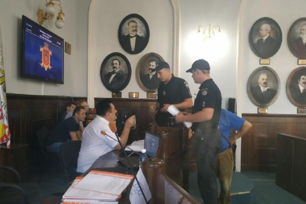 Скандальному екскандидату у нардепи обмежили право перебувати на сесіях Чернівецької міськради