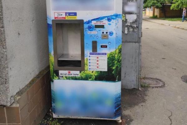 Апарати питної води у Чернівцях розміщені незаконно, а її якість неможливо перевірити