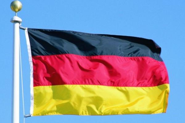 Чернівецька поліція розшукує зловмисників, які викрали прапор з фасаду дипломатичної установи