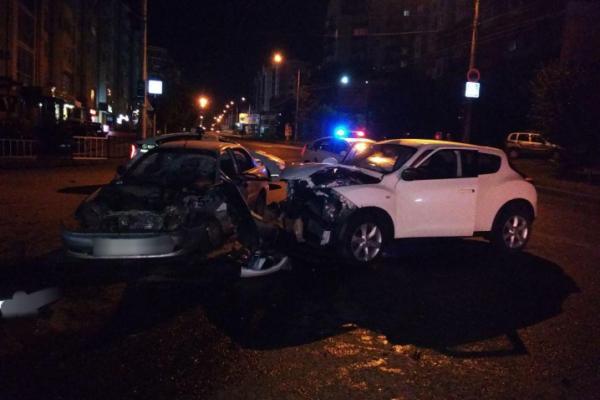 У Чернівцях п'яний водій іномарки протаранив три припаркованих авто. Є постраждалі