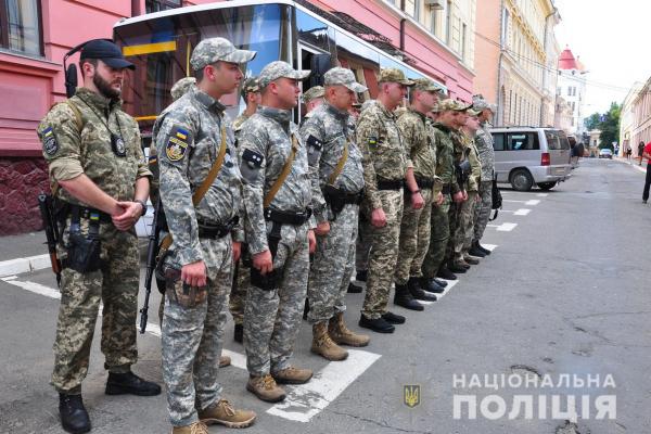 Поліцейські Буковини відправилися в зону проведення операції Об'єднаних сил (Фото)