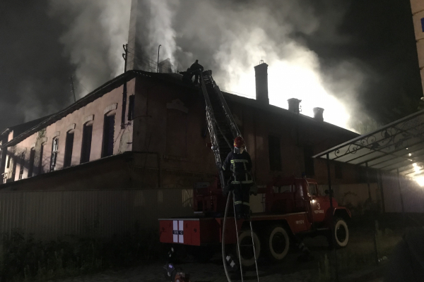У Чернівцях горить цегельний завод (відео, фото)