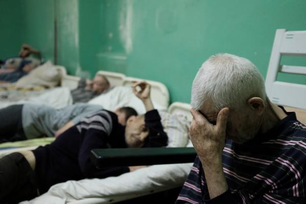 Дитяче відділення та блок, де лікують стареньких людей - в яких умовах перебувають пацієнти Чернівецької психлікарні