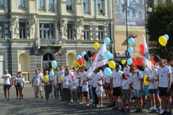 У Чернівцях відбувся забіг «Шаную воїнів, біжу за Героїв України» (Фото)