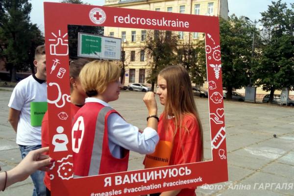 Червоний Хрест провів у Чернівцях флешмоб «Вакцина діє!» (Відео)