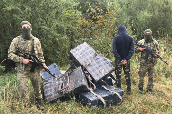 Не встиг втекти: буковинські прикордонники затримали контрабандиста