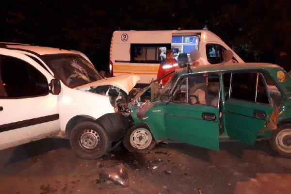 Ранкова ДТП у Чернівцях: внаслідок зіткнення автомобілів загинули двоє людей (фото)