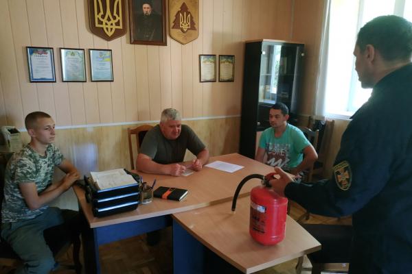 Кельменецький район: фахівці Служби порятунку провели інструктаж з лісівниками