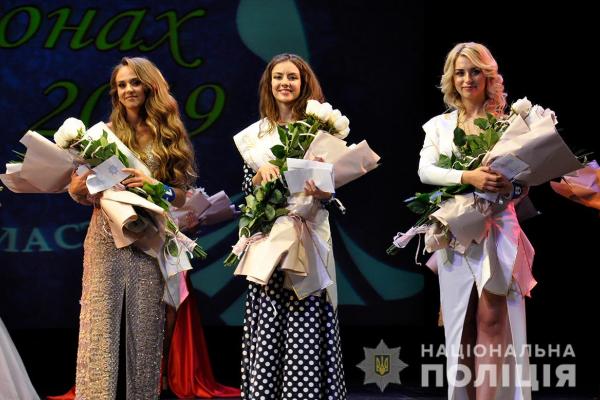 Поліція Буковини започаткувала благодійний конкурс «Краса в погонах» (Фото, відео)