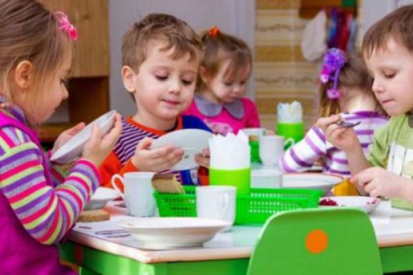 Чернівецьких дошкільнят годували фальсифікованим сиром