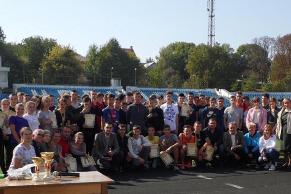 Чернівецькі студенти змагалися у спартакіаді з легкої атлетики