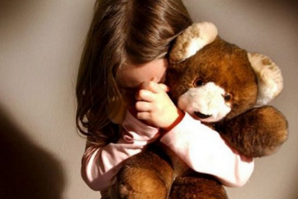 Буковинець зґвалтував рідну доньку