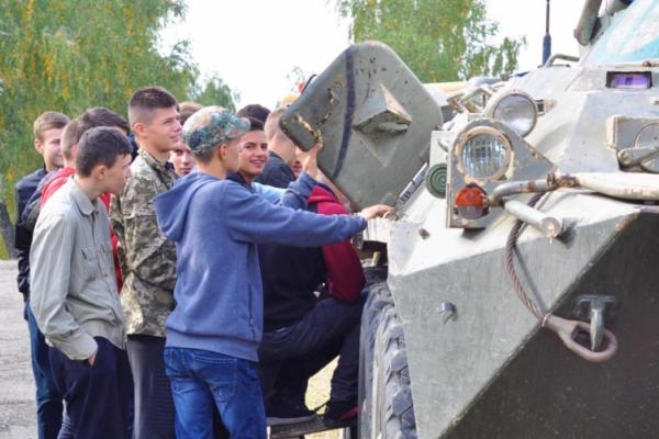 На Прибані відбувся День відкритих дверей від буковинських десантників