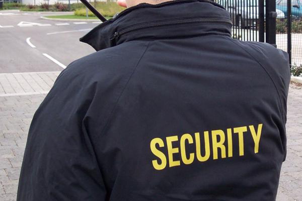 На Буковині чоловік не втримався та на десятий день роботи пограбував супермаркет, який охороняв