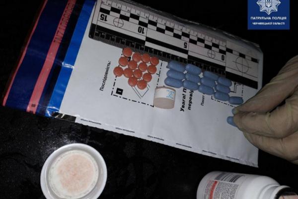 У Чернівцях поліціянти затримали чоловіка з наркотиками