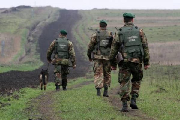 Буковинські прикордонники зупиняли пострілами контрабандистів