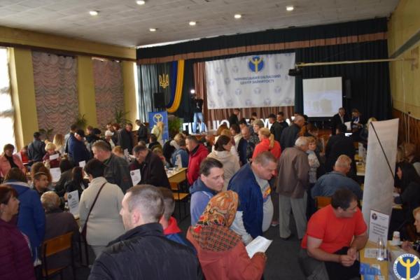 На ярмарку вакансій  у Чернівцях пропонували понад 500 вільних робочих місць