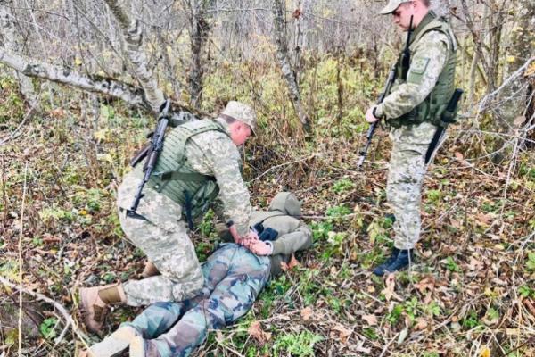 На кордоні з Румунією затримали чоловіка, який стежив за буковинськими прикордонниками