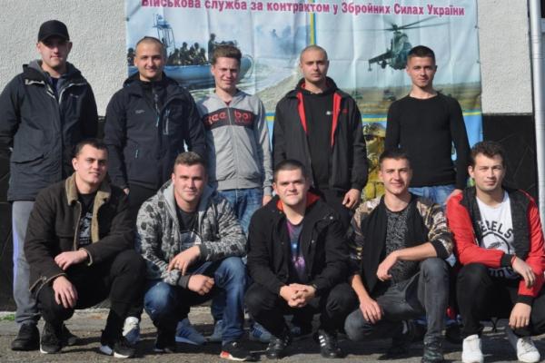 Десять молодих буковинців відбули для проходження строкової служби