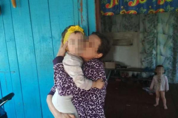 Батьки спалили хвору дитину в печі і майже рік приховували злочин