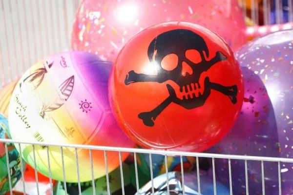 На ринках Буковини продають токсичні дитячі іграшки?