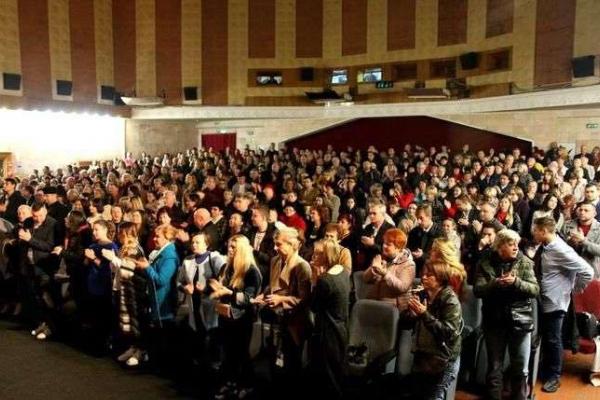 Прем'єра документальної стрічки «Соловей співає, доки голос має» відбулася у Чернівцях