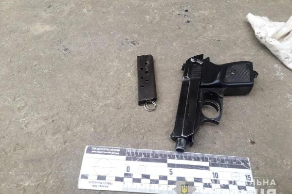 Правоохоронці вилучили у буковинця незареєстровану зброю