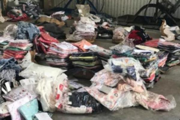Буковинець намагався незаконно ввезти турецький одяг до України