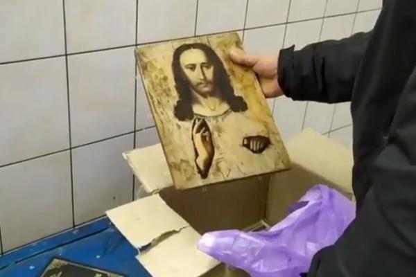 Буковинець намагався нелегально перевезти старовинну ікону до Валенсії