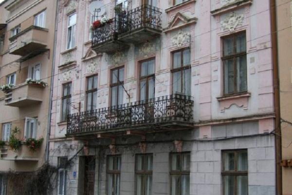 Будинок в історичній частині Чернівців не можуть поремонтувати