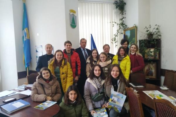 Молодь з різних регіонів України відвідали Сторожинець у рамках Всеукраїнського руху «Твоя країна»