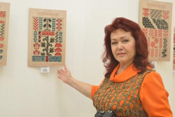У Вернісажі презентували унікальний альбом «Взори вишивок домашнього промислу на Буковині» (Фото)