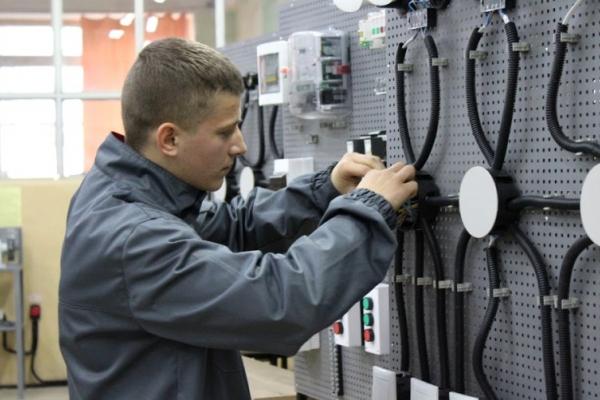 У Чернівцях відкрили навчально-практичний центр електротехнічних робіт