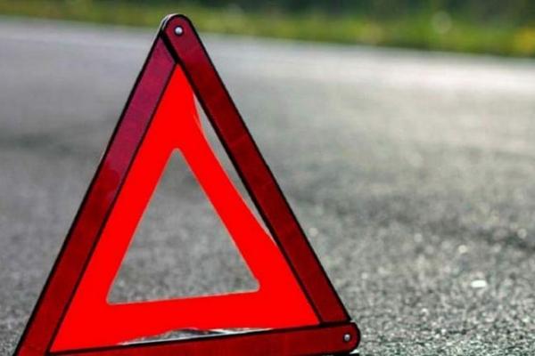 На Буковині водій потрапив в ДТП та залишив свою травмовану пасажирку на місці пригоди