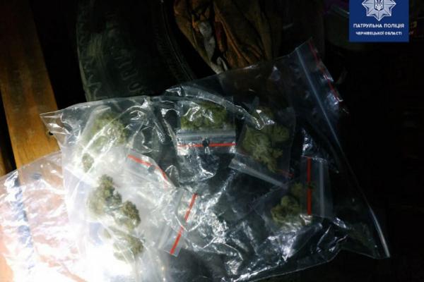 У Чернівцях водій перевозив при собі велизечну кількість наркотиків