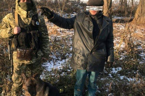 На кордоні затримали буковинця та закарпатця, намагалися перетнути рубіж без документів