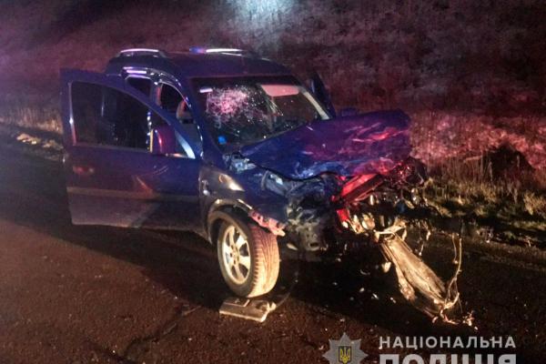 Внаслідок зіткнення автомобілів «Opel» та «Renault» постраждали двоє буковинців