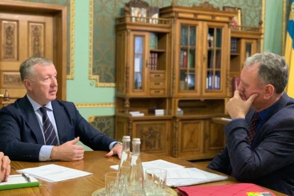 Голова Чернівецької ОДА Сергій Осачук зустрівся із сільським головою села Чорнівка