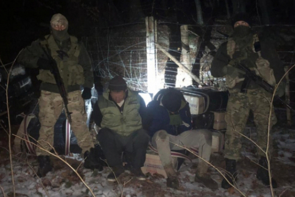 Буковинські прикордонники затримали п'ятьох контрабандистів